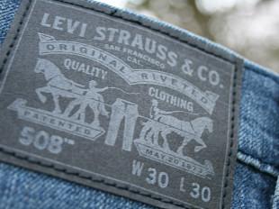 dbc1c4b76 Levi's (Левис) – американский бренд, под именем которого были созданы и  запатентованы первые в мире джинсы. Специализируется на производстве мужской,  ...